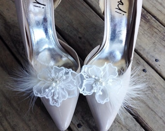 White Wedding shoe clips, bridal shoe clips, feather shoe clips