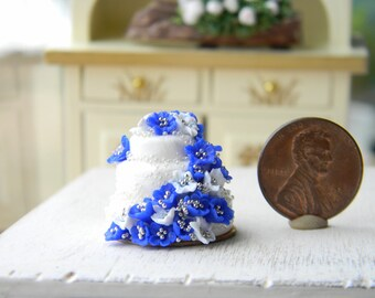 Wedding Cake, Miniatures Food,12th Scale, Dollhouese Food, Miniatures Wedding Cake, Dollhouse Weddings, Weddings Decor, Blue, White