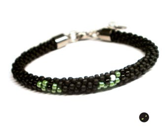 Tutorial and pattern for Cat Eyes kumihimo bracelet