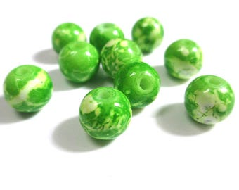 10 green speckled white glass beads 10mm (S-31)