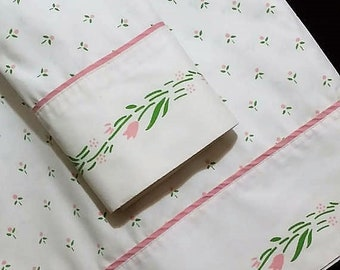 A 2 pc.1980's vintage twin sheet set. one flate sheet and one standared pillow case.