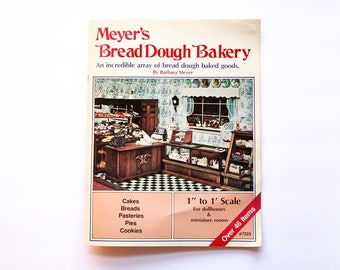 Meyer's Bread Dough Bakery, How To Make Miniature Foods For Dollhouse, Miniature Cake, Dollhouse Book, Dollhouse Decor, Miniature Kitchen