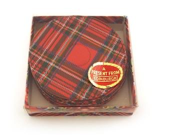 8 plastic vintage coaster set with Tartan Weave pattern. Edinburgh, 70s.