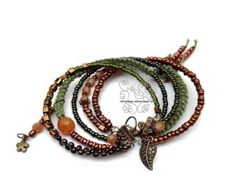 Bracelet vert, bracelet sur fil mémoire, bracelet mémoire, bracelet franges, bijoux de franges, boho bijoux, bijoux artisanaux, franges de Bohème
