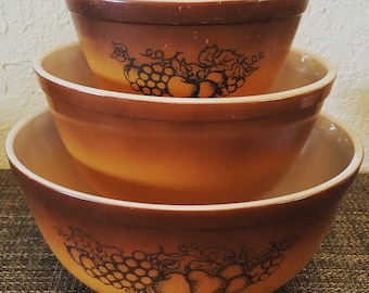 Lovely Vintage Pyrex Old Orchard Ombre Brown Retro Nesting Bowl Set of Three Bowls