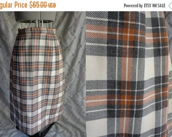 ON SALE 70s Skirt //  Vintage 70s Tan Brown Plaid Wool Skirt by Aljean Canada Size S 26' waist