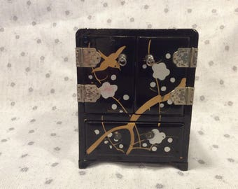 Beautiful vintage black lacquer jewel box, made in Japan