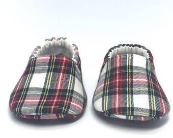 3-6mo RTS Baby Moccs: Christmas Tartan Plaid / Crib Shoes / Baby Shoes / Baby Moccasins / Vegan Moccs / Soft Soled Shoes / Montessori Shoes