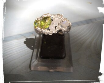 925 sterling silver ring with Peridot Moonstone