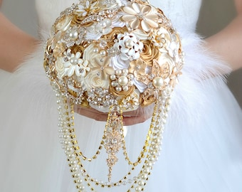 Gold Wedding Bouquet Gold Jewelry Bouquet Bridal Bouquet Brooch Bouquet Ivory White Bouquet Cascading Bouquet Wedding Dress Feather Bouquet