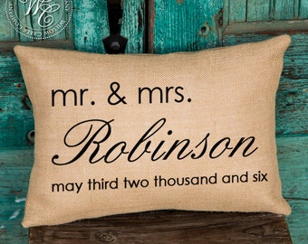 Mr and Mrs, Family Name, Burlap, Personalized Pillow, Burlap Pillow, Engagement Gift, Personalized Gift, last name pillow, Christmas Gifts