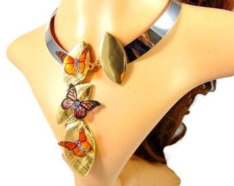 Collier ras de cou chic et choc argenté et doré martelé avec son trio de papillon