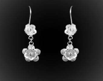 Earrings Pushing Daisies in silver embroidery