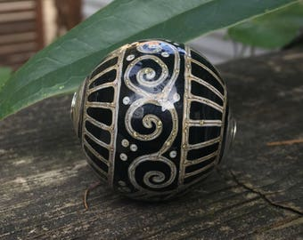 Alive Glass - Round Capped Focal - Black / Silvered Ivory