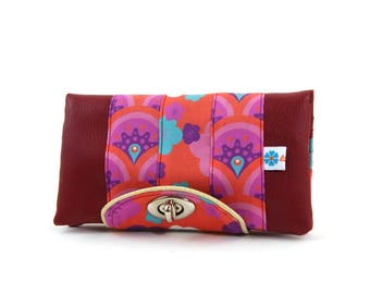 Women's wallet in Burgundy leatherette and mixture of fabrics to original designs