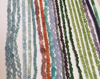 Set of 21 strands of various beads