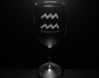 Aquarius Symbol 13 Ounce Wine Glass