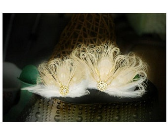Wedding Ivory Peacock SMALL Fascinator Hair Clip. Gold Metallic Rhinestone. Statement Bride Bridal Bridesmaid, Beige Paon Pfau Pavo Feather