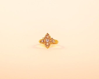 A Late Victorian Diamond and Yellow Gold Navette Ring