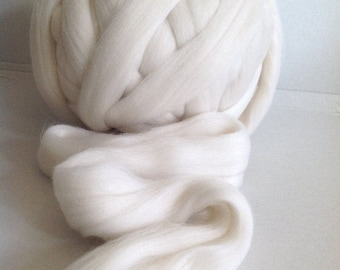 MERINO Roving 27mic  museling free - WHITE - co. no. 81  ~  27mic  is very soft and can be worn next to skin