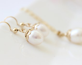 Pearl earrings • Freshwater pearl drops gold earrings • Bridal earrings