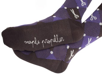 Men's colorful dress socks in dark purple | scissors design