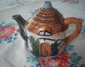 Cottage Ceramic Teapot Japan Circa 1940-1950