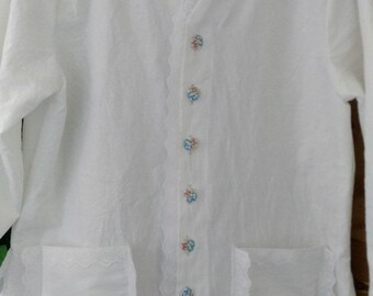 White Laces Blouse, long sleeve, cotton with pockets and flower pattern buttons