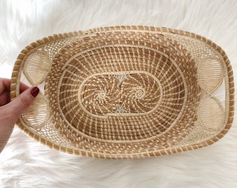 Vintage Raffia Basket With Handles/ Vintage Straw Rafia Basket Tray / Wall hanging basket / Boho Decor
