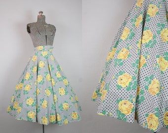 1950's Cotton Yellow Rose Circle Skirt / Size XXSmall