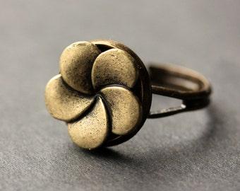 Flower Button Ring. Bronze Flower Ring. Bronze Button Ring. Flower Ring. Bronze Ring. Adjustable Ring. Handmade Ring. Flower Jewelry.