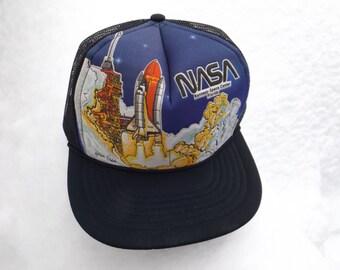 Epic NASA Kennedy Space Centre Florida Mesh Back Hat Trucker Cap Vintage Rocket Graphic Snap Back Moon Landing Shuttle Launch 80s Meatball