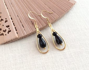 Black and gold dangle earrings. Gold teardrop hoop earrings. Black onyx gemstone earrings. Tear drop dangle earrings. Black onyx earings.