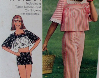 Vintage Simplicity 1975 JUNIORS  Wide Leg Hip-Hugger Pants or Shorts, Midriff  Top in Two Lengths 6831  Size 13/14   UNCUT