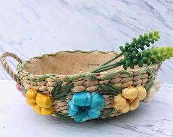 Vintage 1960's Colorful Flower Straw Basket. Weaved Raffia Flower Basket. Woven Straw Wicker Badket. Raffia Basket. Boho Home Decor Storage.