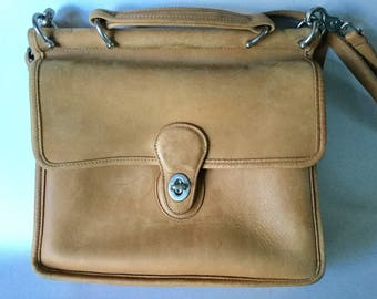 1980s Authentic COACH Natural Tan Leather Shoulder Bag Flap Purse M9P-9927 Costa Rica