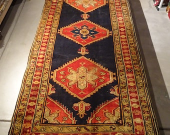 "Vintage Persian Rug Runner 1940's MESHKIN 4' 3"" x 9' 11"" Handmade, Hand-knotted, Natural Dyes, Bohemian, Boho Chic, Made in Iran 811m"