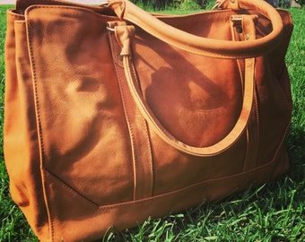 Traditional tan leather tote bag. Computer Work bag.Strong straps, fully lined  and pockets, traditional tan leather tote bag.Real leather