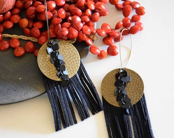 The whimsical earrings Medal and fringe suede