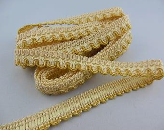 Stripe upholstery off white / gold