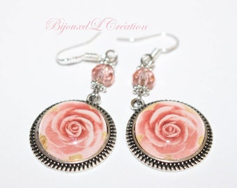 Romantic earrings with roses flowers