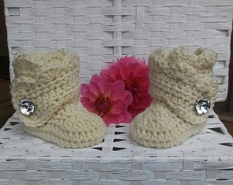 Baby girl boots, crochet baby boots, baby shower gift,  newborn girl booties, winter boots, baby girl outfit, clothing gift, gift for baby
