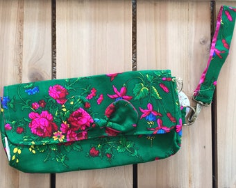 Goralski Green Floral Wristlet Clutch