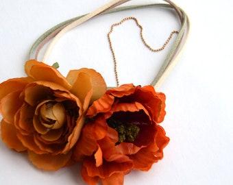 flower headband - boho hairstyle - warm tones