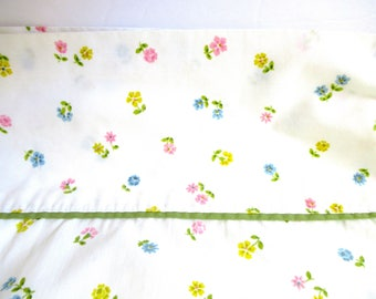 Vintage bed sheet, twin bedding, sheet tablecloth, vintage fabric, boho bed sheet, twin bed size,  country bed sheet, cream flower fabric,