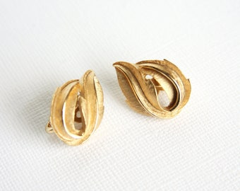 Vintage Trifari Leaf Earrings Clip-On 1960s Gold Stylized Leaves Texture Crown Trifari Costume Jewelry Vintage Fashion Clip On Double Leaf