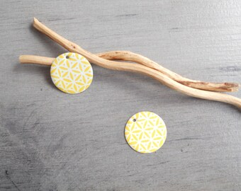 X 2 charms white and yellow sequins