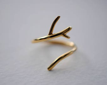 Outward Branch Yellow Gold Thicker Roots Ring