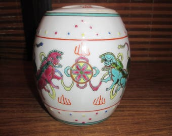 Chinese Vase Pot with Lid