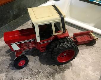 Vintage Ertl Die Cast 1586 International Tractor and Implement Manure Spreader